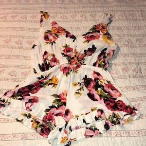 Beautiful Kendall & Kylie romper size S